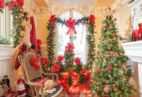 Christmastime in the Smoking Room